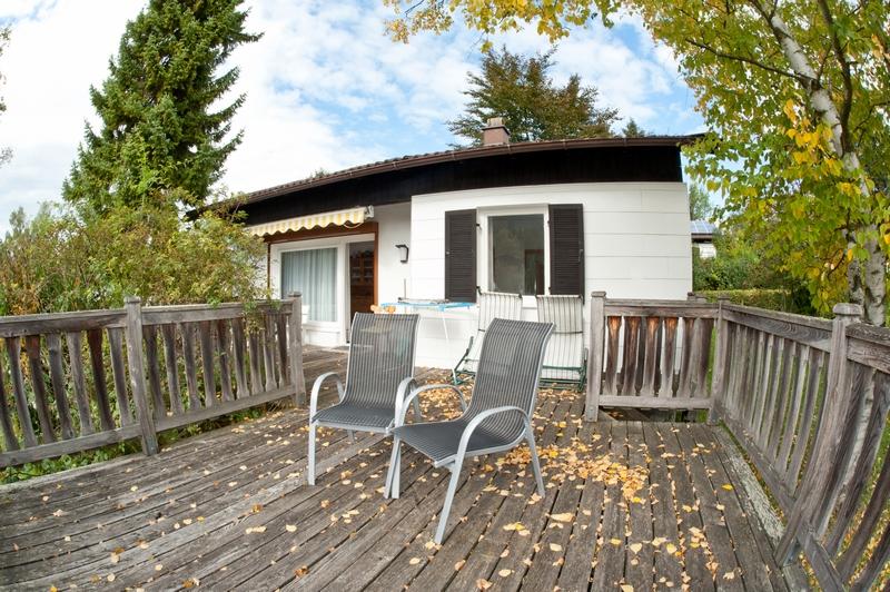 Terrasse:Die Holzterrasse ist umzäunt, ideal für Hundebesitzer