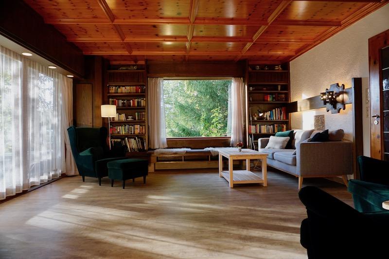 großzügiges Wohnzimmer: