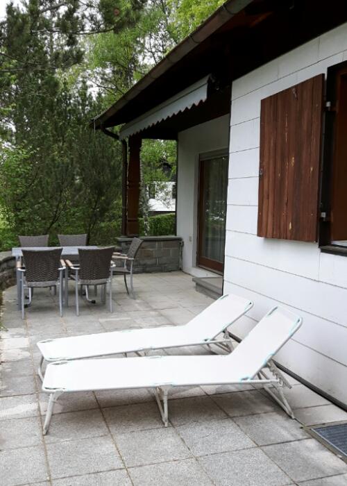 Süd-Terrasse:Die sonnige Terrasse im Grünen, mit Markise