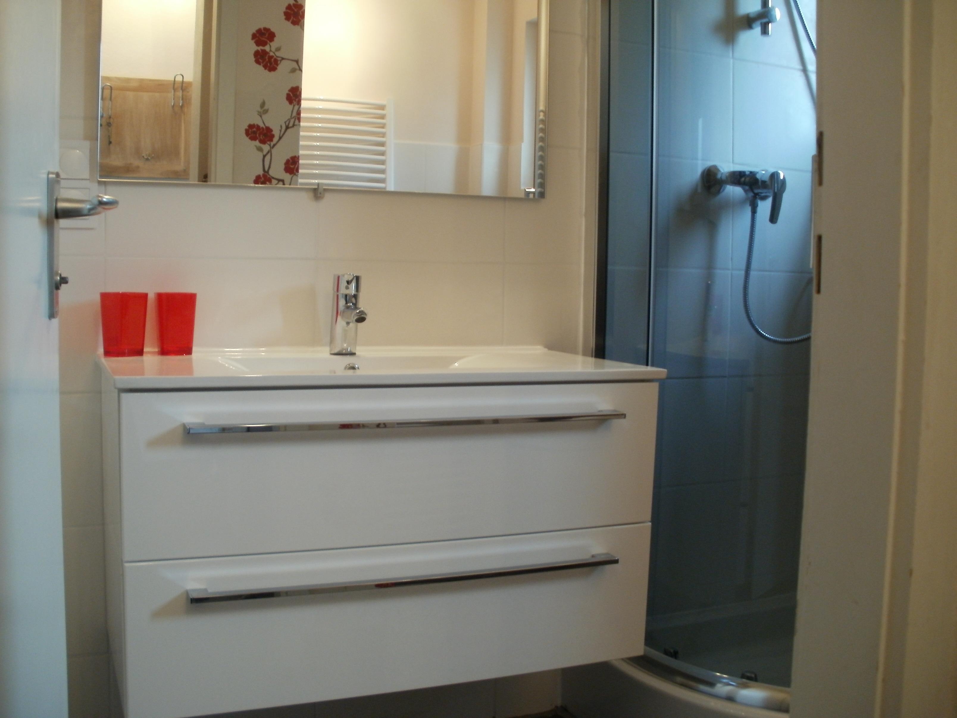 Waschtisch im neuen Bad: