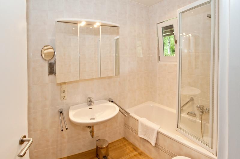 Badezimmer:Badezimmer und WC sind getrennt.