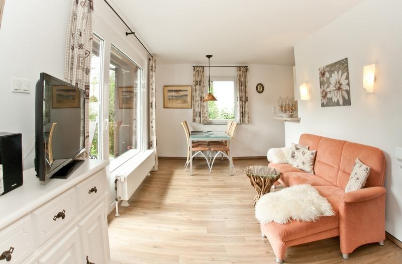 Essecke im Wohnzimmer:Großzügige Sitzgelegenheit zur offenen Küche