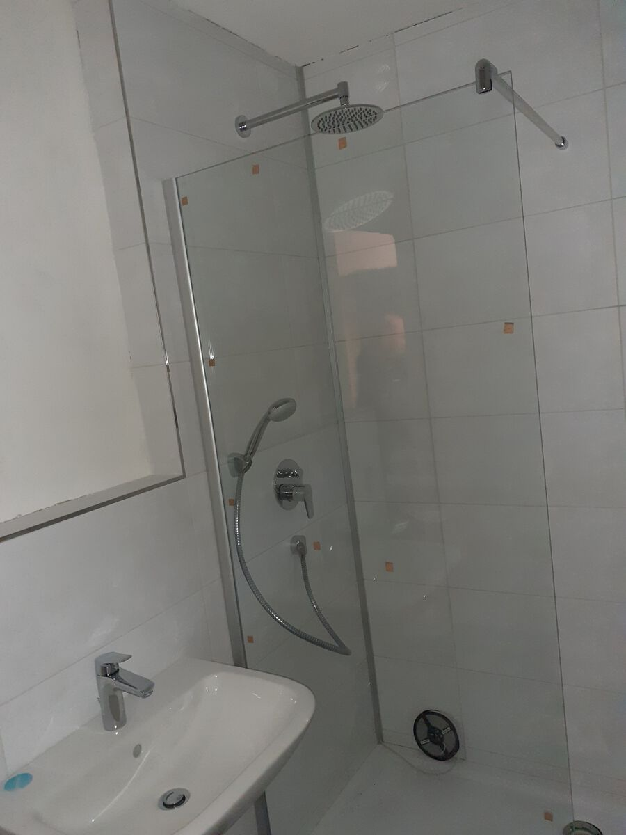 Erster Eindruck:Bad mit Regendusche