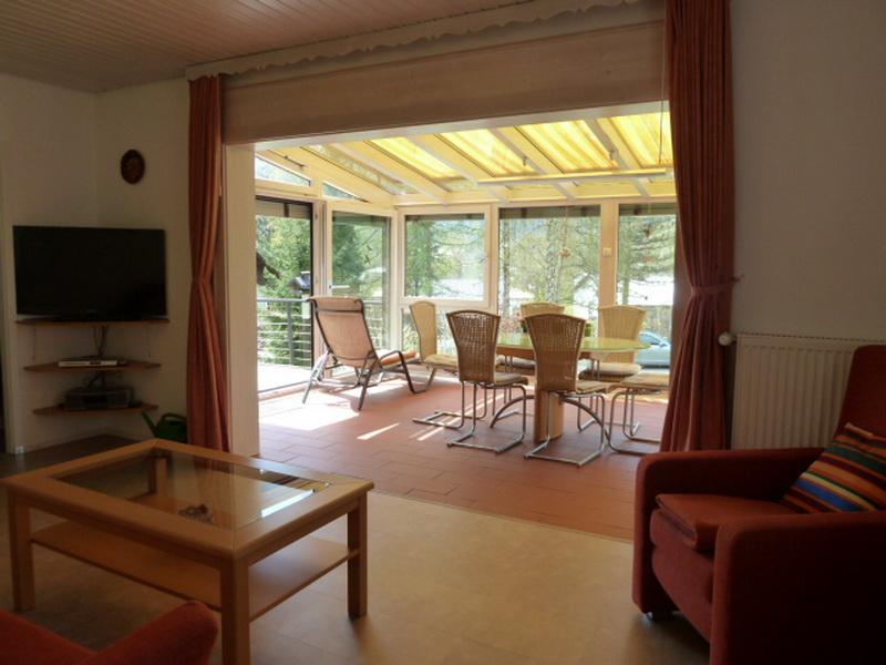 Wohnzimmer/Wintergarten:Blick vom Wohnzimmer in den Wintergarten