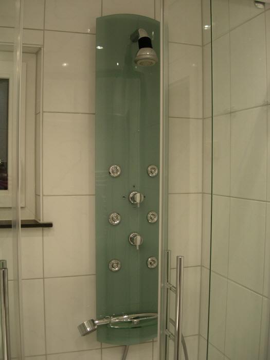 Dusche im Bad: