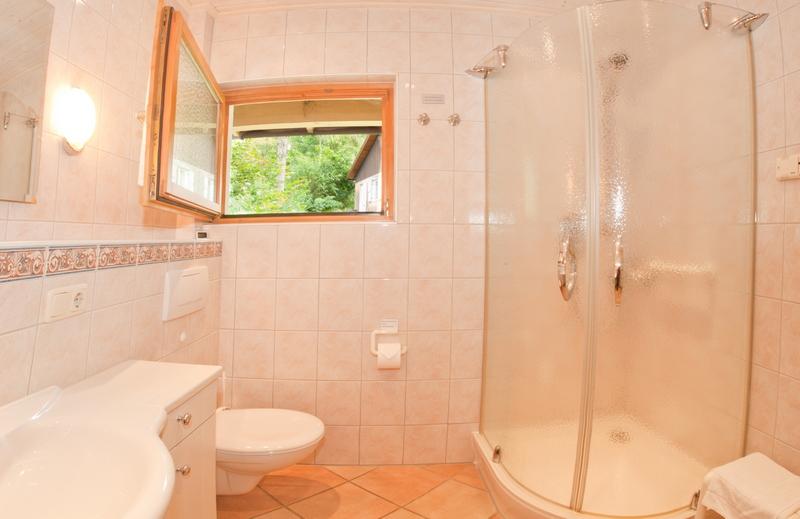 Badezimmer:Dusche mit niedrigem Eingang