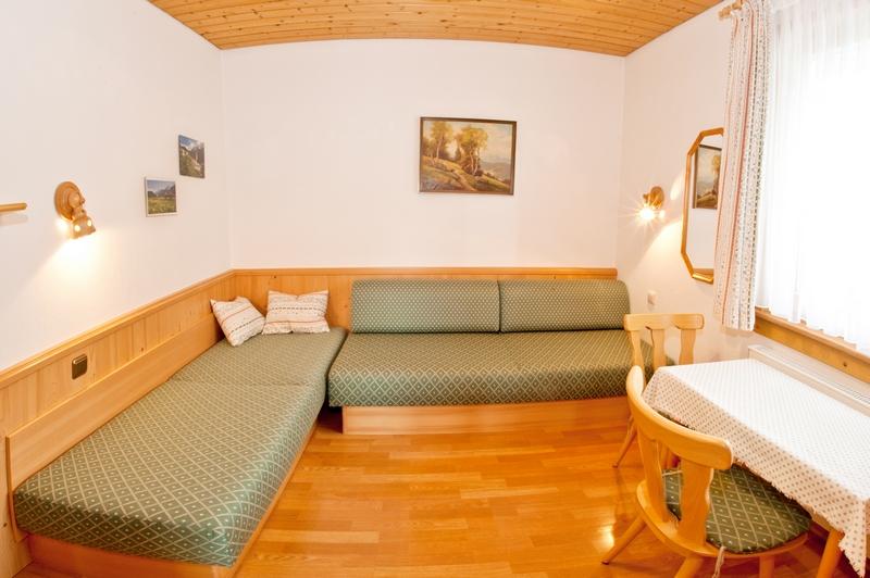 2. Schlafzimmer:Auch als Lesezimmer geeignet.