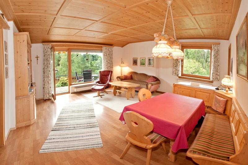 Wohnzimmer:Mit großzügiger Essecke