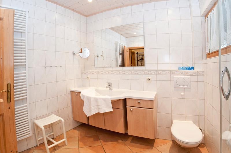 Badezimmer:Mit niedriegem Duscheingang