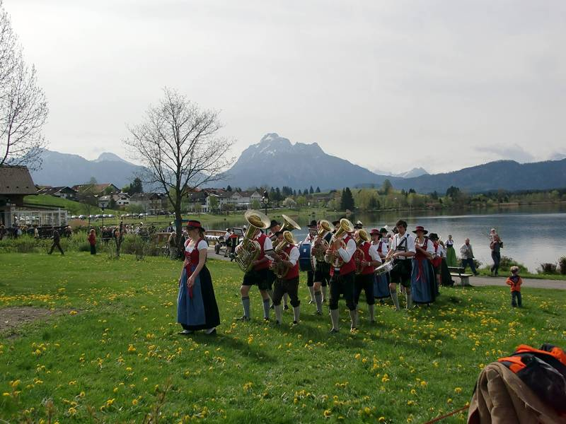 :Maibaum-Aufstellen im Allgäu