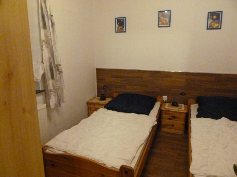 Das zweite Schlafzimmer:Das kleine Schlafzimmer ist mit zwei Einzelbetten und einem Schrank ausgestattet