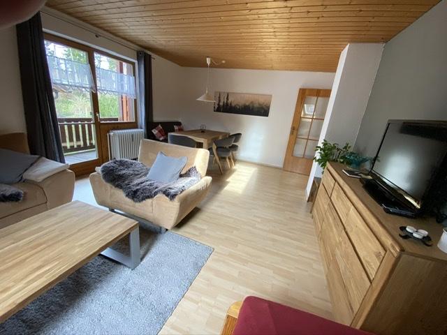 Wohnzimmer:Gemütliches Wohnzimmer mit Zusatzbett -- Flachbildfernseh 32